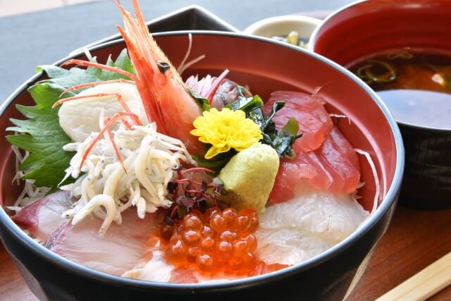 今日の奢り飯 海鮮丼